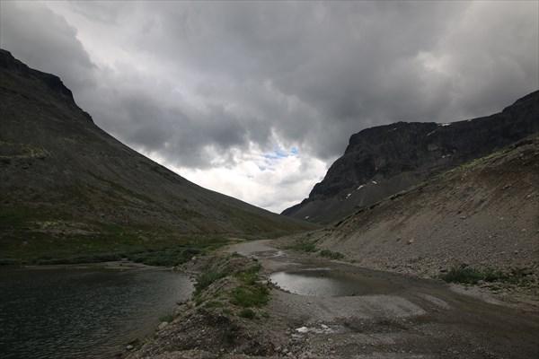 на фото: Дорога через перевал Кукисвумчорр