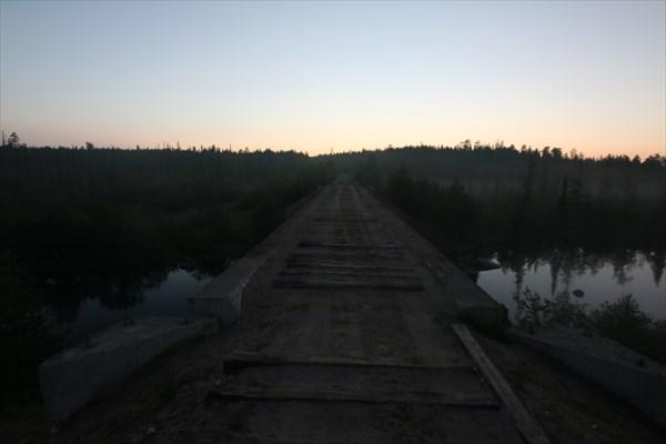 По восточному берегу Умбозера. Быший ж/д мост через р. Кица