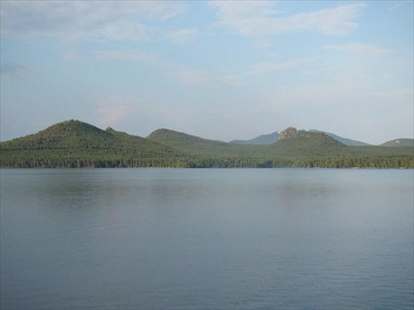 За озером