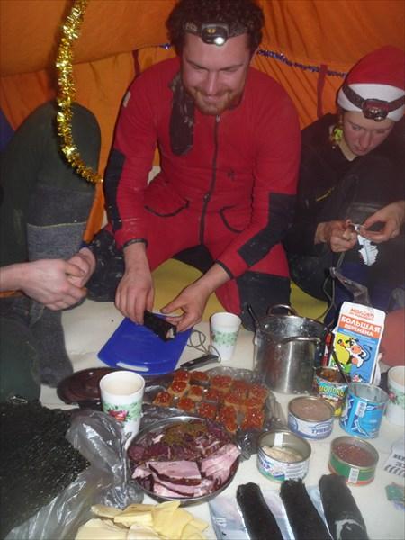 Подготовка к новогоднему пиршеству. Суши-мастер - Измайлов