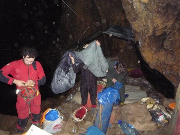 Лагерь в зале Магнитном, -650 м