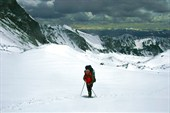 По снежным полям к перевалу Тронова