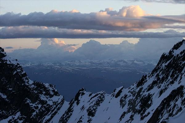 Вид на юг с перевала Тронова