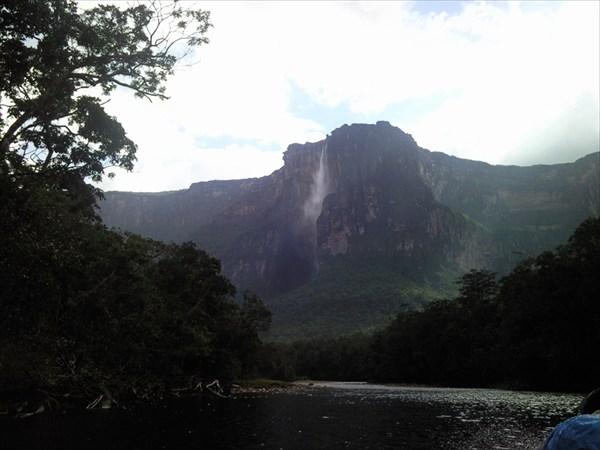 Все чаще были видны водопады, ниспадающие с тепуй