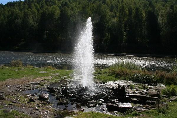 Фонтан на реке Ай