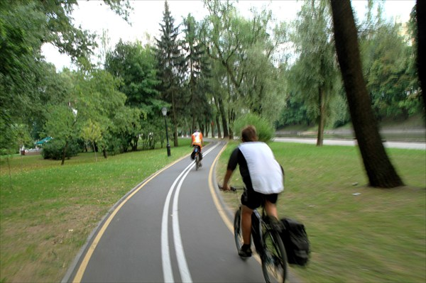 Велодорожка в детском парке Минска.