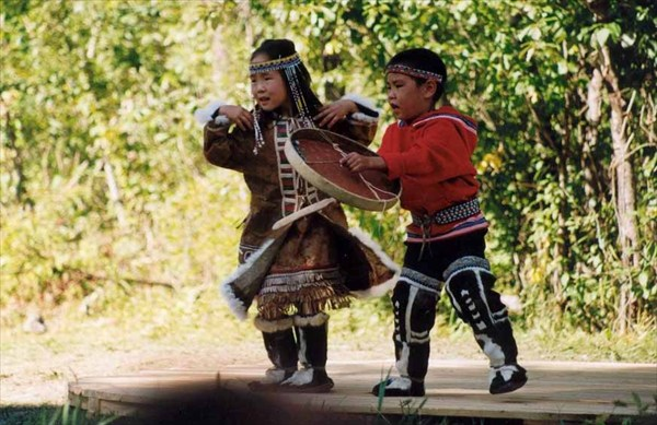 дети тоже танцуют