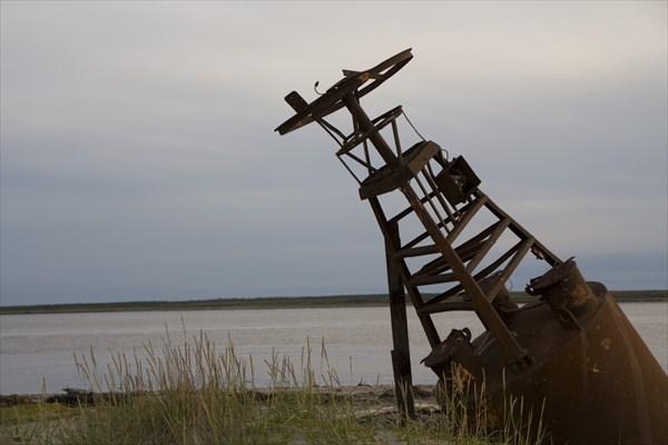 Старый навигационный знак