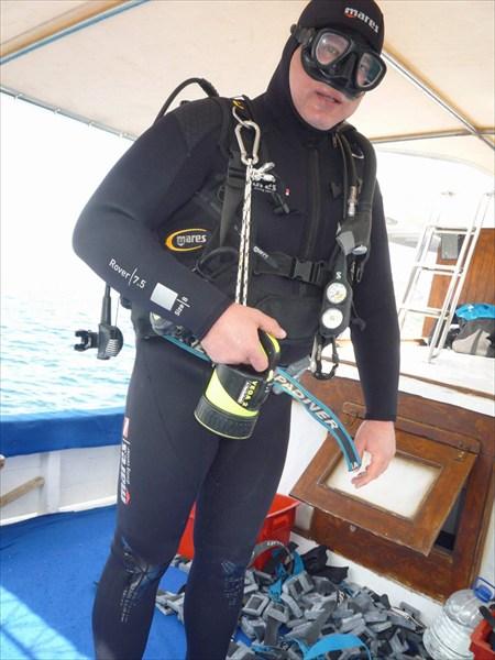 Под водой имеются гроты