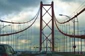 Фото 1. Мост 25 Апреля. Вид из машины
