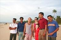 Дружелюбные индусы на пляже