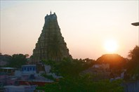 Башня входных ворот храма Шивы в Хампи