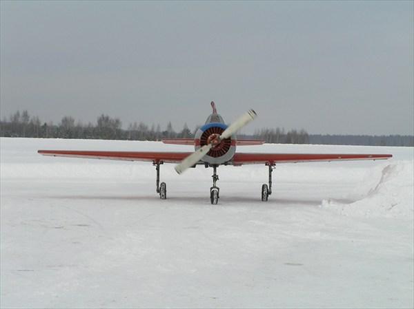 на фото: Як-52