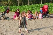 Наша компашка плюхнулась на песок на берегу Индийского океана