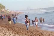 После пустых пляжей Сумбавы пляжи на Бали просто пугают...