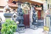 Частные родовые дворы балийцев