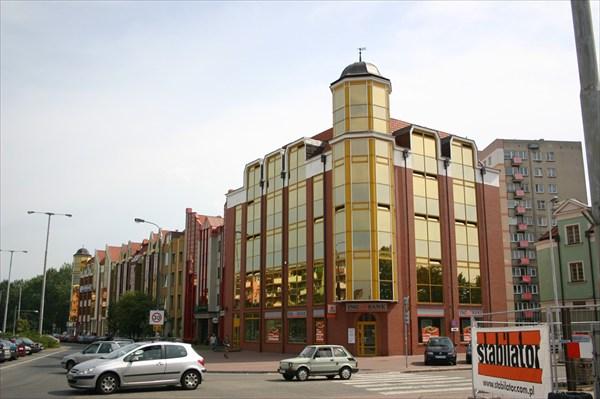 здания делового центра сделаны под старину