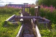 Ручей с воротами.