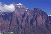 Скалы массива Kutang(5996 м.)