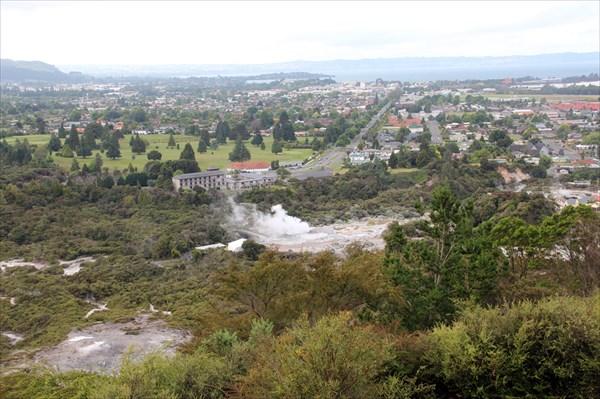 Панорама на геотермальный парк с трека