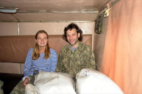 Джигимон и Стабровский в кунге машины.