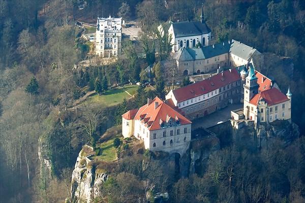 Средневековый замок Груба Скала