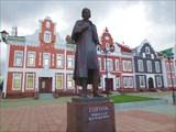 Памятник Н. В. Гоголю 2012