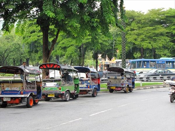 Бангкок. Стоянка тук-туков