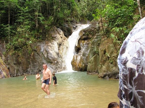 провинция Phang-nga. Водопад Sanang Manora.
