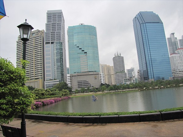 Бангкок. Парк Benjakiti Park