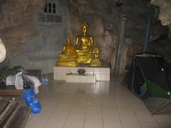На ночевке в храме