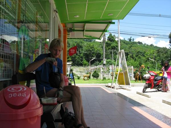 Мороженое на автозаправке. Как мало надо для счастья
