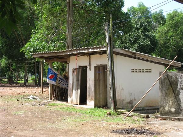 Туалеты в монастырях порой не блещут опрятностью