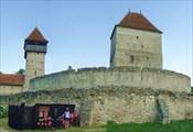 Укрепленная церковь XIII в. Кылник