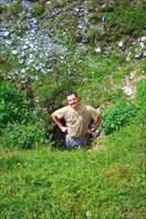 Саша в максовой пещере =))