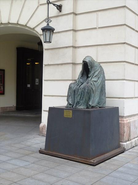 """Памятник Моцарту """"Пиета"""" (""""Скорбь"""")"""