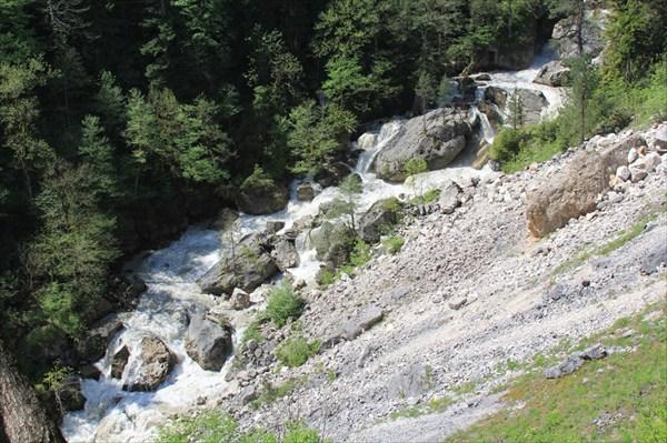 Вид на реку Гега ниже водопада