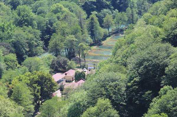 Вид на Форелевую ферму со Скального монастыря