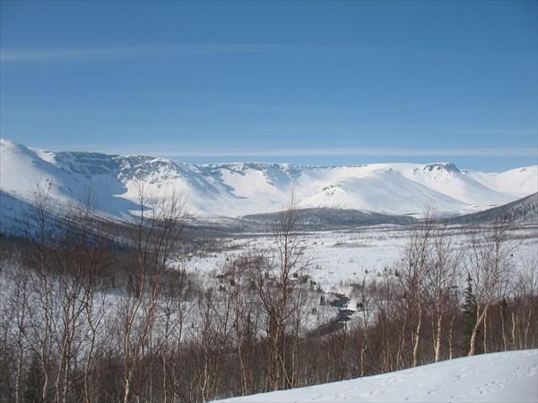 Вид с дороги на озеро Малый Вудьявр