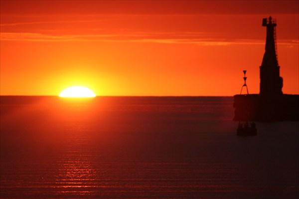 закат в порту Холмск