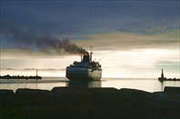 паром на выходе из порта Холмск