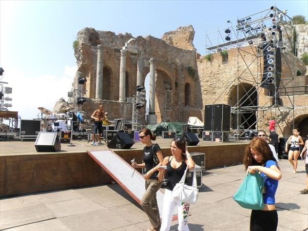 1345-Театр