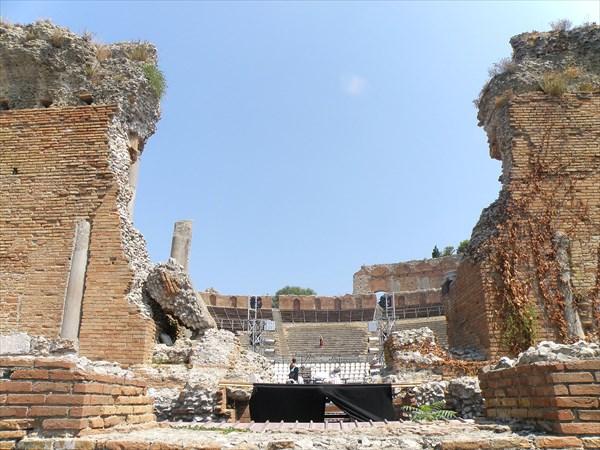 1351-Театр