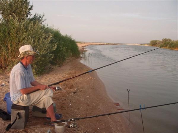 Рыбалка на канале рядом с Пересыпью