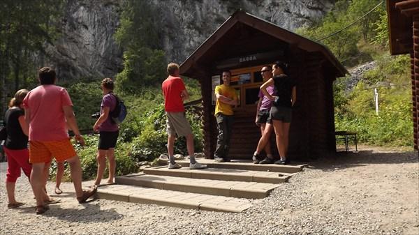 Касса у Тавдинских пещер