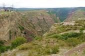 Ущелье на выходе из Чиркейского водохранилища