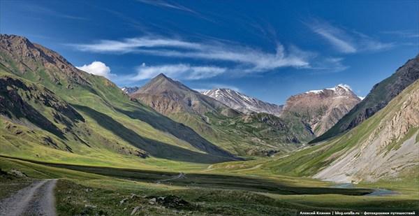 Панорама с видом на перевал Тон