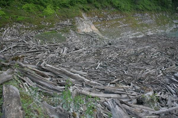 Здесь вода уходит под землю, а река течет подземными ходами