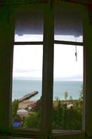 Вам какую комнату? с видом на море?