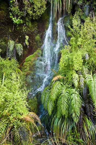 Водопады на дороге к Даубтфул Саунд.